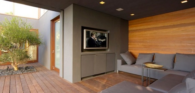 Outdoor-TV-and-surround-sound-800x563